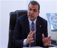 وزير القوى العاملة ورئيس جامعة حلوان يتبادلان الدروع