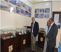 محافظ المنيا يتفقد مبنى مشروع المحاجر .. ويتابع إجراءات التراخيص