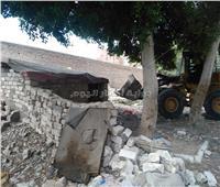 صور| إزالة التعديات على أملاك الدولة وحرم السكة الحديد بالإسكندرية