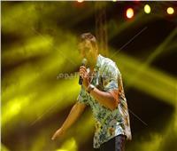 صور| رامي صبري يتألق بأضخم حفلات العيد في بورسعيد بأغاني «فارق معاك»