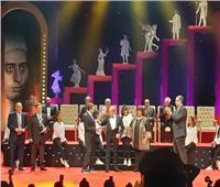 صور| احتفاء خاص من الجمهور بلطفي لبيب في افتتاح «القومي للمسرح»