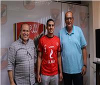 «الأهلي» ينهي إجراءات التعاقد مع لاعب اليد عبد العزيز إيهاب