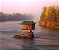 وسط البحار وأعلى الجبال.. لقطات مذهلة لأجمل منازل منعزلة حول العالم
