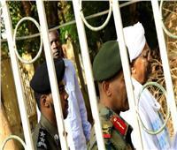 الرئيس السوداني السابق يصل مقر محاكمته وسط إجراءات أمنية مشددة