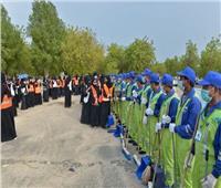 صور| 150 شاب وفتاه من فريق «سقيا» التطوعي لتنظيف مشعر عرفات