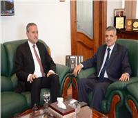 محافظ الإسماعيلية يقدم التهنئة لرئيس هيئة قناة السويس