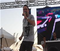 صور| مصطفى قمر يُغني ألبومه الجديد بحفل الساحل الشمالي