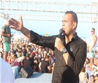 صور| محمود الليثي يُشعل أجواء حفله بـ«الساحل»