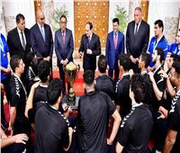 خاص| رئيس اتحاد اليد يكشف تفاصيل جلسة الرئيس السيسي مع اللاعبين