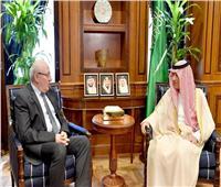 وزير الشئون الخارجية السعودي والسفيرالمصري يبحثان العلاقات بين البلدين