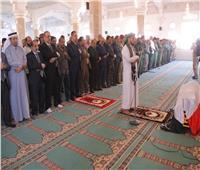 ما حكم رفع اليدينمع تكبيرات صلاة الجنازة؟.. «البحوث الإسلامية» يجيب