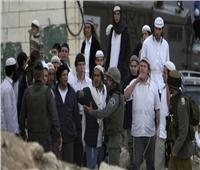 مستوطنون يرشقون سيارات الفلسطينيين بالحجارة جنوب نابلس وشرق الخليل