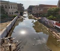 صور| أمراض فتاكة وروائح تزكم الأنوف.. الصرف يُغرق «مملكة العنب» بالغربية