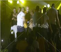 صور| «فوضى» في حفل محمد رمضان.. والجمهور يقتحم المسرح