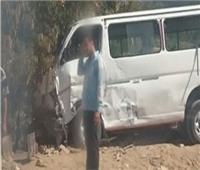 إصابة 11 شخصا في تصادم سيارة ميكروباص بأخرى نقل بالمنيا