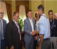 رئيس جامعة عين شمس يستقبل ممثلى الوفود المشاركة بالقمة الكشفية