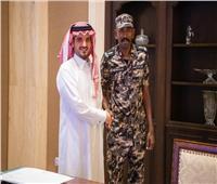 وزير الداخلية السعودي يستقبل عسكري رفض مبلغ مالي خلال الحج