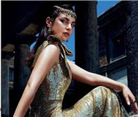 درة تتحدى الملكة «كليوباترا» بإطلالة الزي الروماني