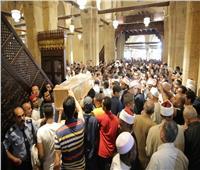 الإمام الأكبر يعزي زوجة الطالب الإندونيسي ويوجه بعناية الزوجة والأبناء