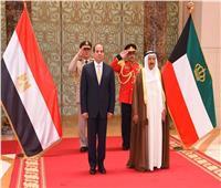 الرئيس السيسي يصل قصر «بيان» في مستهل زيارته للكويت