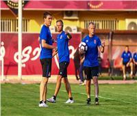 «بينكيل» يقود فقرة تدريبات بدنية للاعبي الأهلي