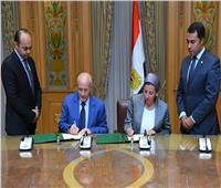 «العصار» و«فؤاد» يشهدان توقيع عقد المشروع الاسترشادي لمحطات الغاز الحيوي