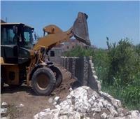 إزالة حالة تعدي بالبناء بدون ترخيص بمركز بني مزار بالمنيا