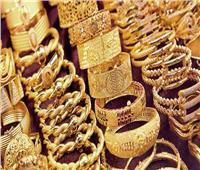 أسعار الذهب المحلية تواصل تراجعها منتصف تعاملات السبت