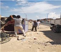 رئيس مدينة مطروح يقود حملة لإزالة إشغالات الورش بطريق السلوم