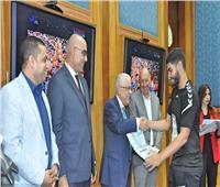 وزير التعليم يكرم الطلاب الفائزين بمونديال اليد للناشئين