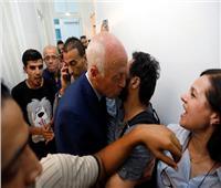 انتخابات تونس| قيس سعيد يحتفل بوصوله للإعادة وسط أنصاره