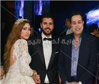 صور| حكيم ورامي صبري في زفاف «عمر وبسمة»