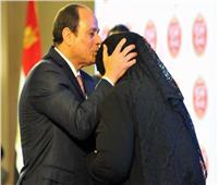 فيديو| مصريون للرئيس السيسي: « معاك ياريس.. وربنا يبعد عنك ولاد الحرام»