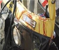 مصرع طالب وإصابة طفل في تصادم دراجة بخارية وتوك توك بقنا