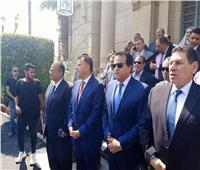 فيديو و صور| وزير التعليم العالي يستقبل الطلاب في جامعة عين شمس