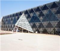 وزير الآثار يتفقد القطع الأثرية الضخمة المنقولة إلى المتحف الكبير