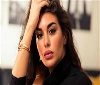 ياسمين صبري بفستان أسود قصير: «الطيور على أشكالها تقع»