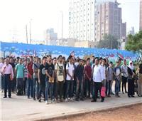 محافظ الشرقية يشارك التلاميذ طابور الصباح وتحية العلم