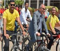 رئيس جامعة الزقازيق يتقدم ماراثون للدراجات داخل الحرم الجامعي