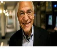 وزير التعليم العالي يهنيء فاروق الباز لإطلاق اسمه على كويكب بالفضاء