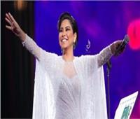 «شيرين» تقبل يد زوجها بحفل السعودية.. و«حبيب» يوجه رسالة للرئيس والجيش