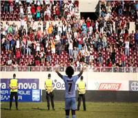 وردة يسجل هدف الفوز لاريسا ويعتذر لجماهير آريس بعد استفزازهم بـ«إشارة يد»