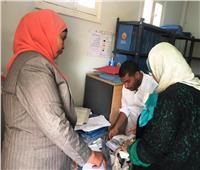 نائب محافظ أسوان يتابع أعمال تسجيل بيانات الأسر وفتح الملفات الطبية العائلية