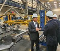 وزير النقل في جولة بمصنع ترانسماش لجرارات السكك الحديدية بروسيا
