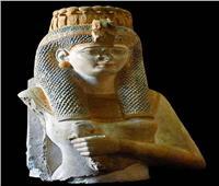 «المتحف المصري بالتحرير» يودع تمثال الملكة «ميريت آمون» بعرض خاص