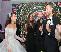 صور| تامر حسني يُشعل زفاف «عمرو وشهد» بحضور النجوم