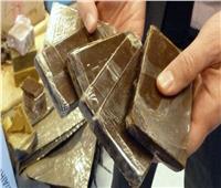 فيديو  ضبط 9 من العناصر الإجرامية بحوزتهم 150 طربة حشيش و 15 ألف قرص مخدر بالمحافظات