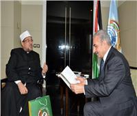 رئيس وزراء فلسطين يستقبل وزير الأوقاف لمناقشة سبل التعاون