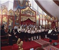 البابا تواضروس يلتقت الصور التذكارية مع كهنه فرنسا
