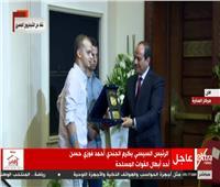 فيديو| السيسي يكرم أحمد فوزي أحد أبطال قوات الصاعقة المصابين في رفح